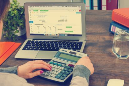 IAdvance Now Reviews: 4 Signs Your Business May Need Fast Capital